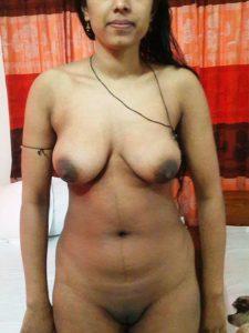 Desi aunty nude tits pic