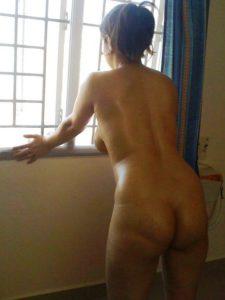 Indian Hottie naked xx photo