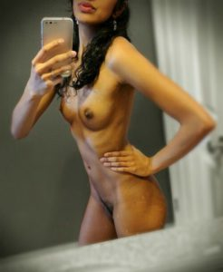Desi babe nude selfie