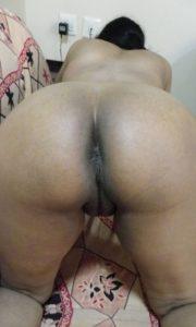 Desi round ass naked