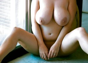 Hottie naked boobs pic
