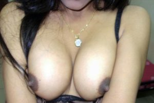 Indian nude aunty xx tits