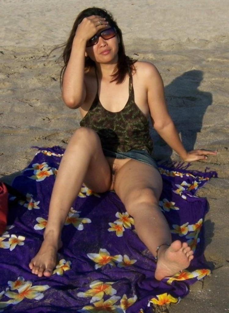nude indian girls on nude beaches pics
