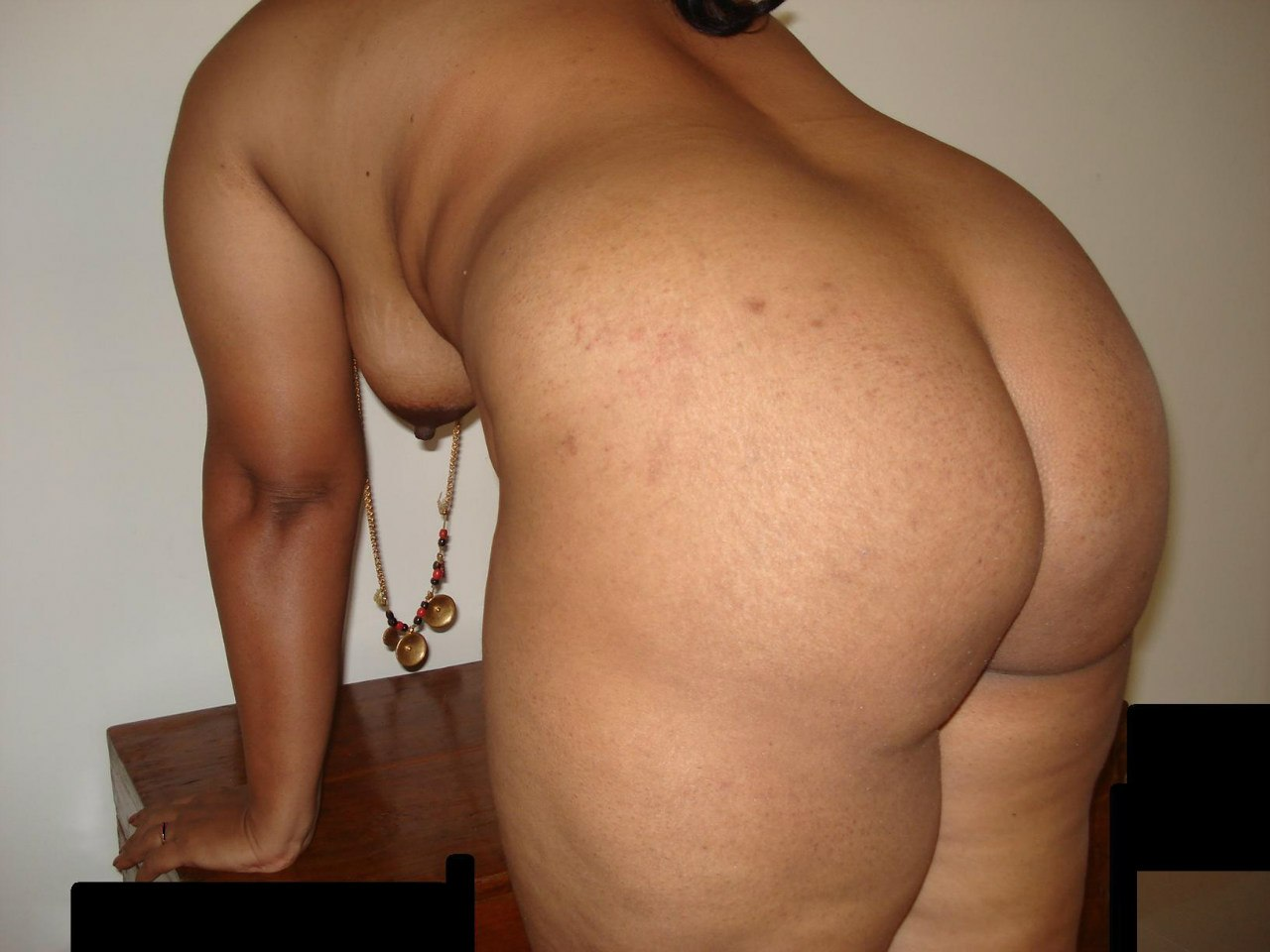 Big butts shaking nude