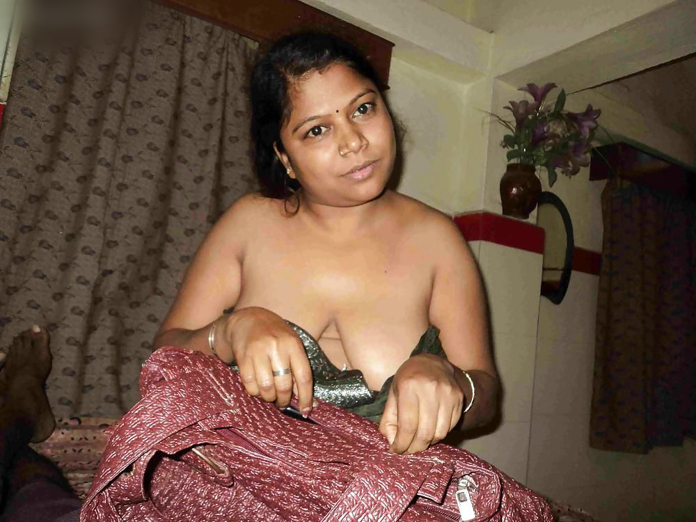 Real pakistani nude selfshot pics with flash